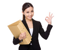 Businesswoman hold with folder and ok sign Royalty Free Stock Photography