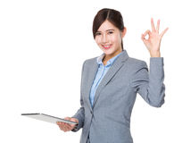 Businesswoman hold tablet and hand with ok sign Royalty Free Stock Photos
