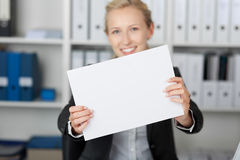 Businesswoman Holding Blank Paper Royalty Free Stock Photography