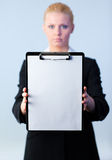 Businesswoman holding a clipboard Royalty Free Stock Images