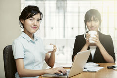 Businesswoman holding coffee cub Royalty Free Stock Images