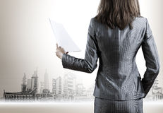 Businesswoman holding documents Royalty Free Stock Photography