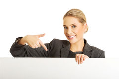 Businesswoman holding empty billboard Royalty Free Stock Photography
