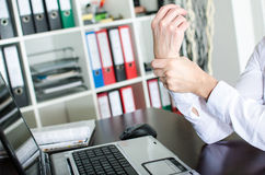 Businesswoman holding her painful wrist Royalty Free Stock Photos