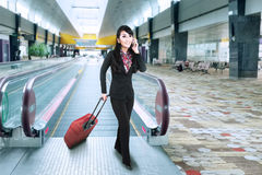 Businesswoman at the international airport 1 Royalty Free Stock Image