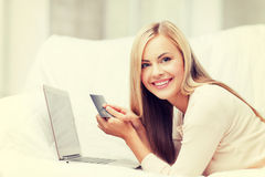 Businesswoman with laptop and credit card Royalty Free Stock Photos