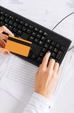 Businesswoman with laptop using credit card Royalty Free Stock Photos
