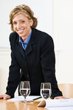 Businesswoman leaning on table Royalty Free Stock Photography