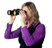 Businesswoman looking through binoculars Royalty Free Stock Images
