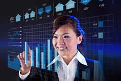 Businesswoman looking at a finance chart Royalty Free Stock Photos