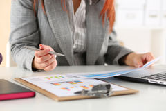Businesswoman looking at graphics Royalty Free Stock Photography