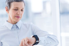 A businesswoman looking her smartwatch Royalty Free Stock Photo