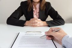 Businesswoman make a decision to sign the  employee agreement co Royalty Free Stock Photos