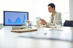 Businesswoman networking Royalty Free Stock Images