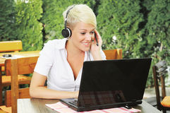 Businesswoman online talking via headset Royalty Free Stock Photography