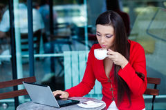 Businesswoman  in outdoors cafe. Beautiful brunette businesswoman  in outdoors cafe Royalty Free Stock Images
