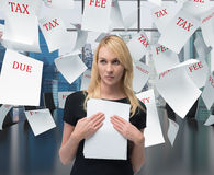 Businesswoman with paper Royalty Free Stock Photography