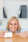 Businesswoman pointing at a card Royalty Free Stock Images