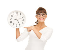 Businesswoman pointing her finger at wall clock Royalty Free Stock Photography