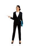 Businesswoman pointing to the left Royalty Free Stock Image
