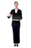 Businesswoman presenting new laptop Royalty Free Stock Photos