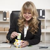Businesswoman putting euro money in a piggy bank Royalty Free Stock Photos