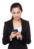 Businesswoman read the message on cellphone Stock Photography