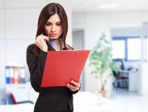 Businesswoman reading a document Royalty Free Stock Images