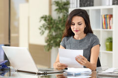 Businesswoman reading a letter at office Royalty Free Stock Photography