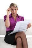 Businesswoman reading a report Royalty Free Stock Photos