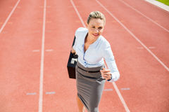 Businesswoman in ready to run position Royalty Free Stock Photography