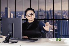 Businesswoman reject broccoli Royalty Free Stock Image