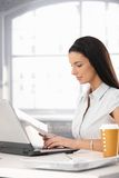 Businesswoman reviewing document Royalty Free Stock Photography