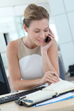 Businesswoman setting up an appointment Royalty Free Stock Photos