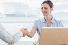 Businesswoman shaking hands with colleague Royalty Free Stock Photography