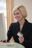 Businesswoman shopping on line Royalty Free Stock Images