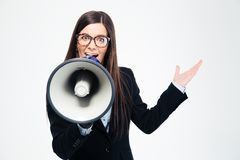 Businesswoman shouting in megaphone i Royalty Free Stock Photos