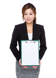 Businesswoman show with white paper of clipboard Royalty Free Stock Photography