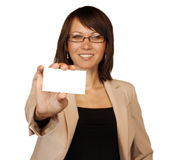 Businesswoman showing businesscard Royalty Free Stock Images