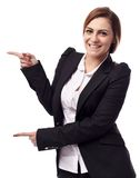 Businesswoman showing copyspace Royalty Free Stock Photography