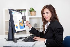 Businesswoman Showing Graph Royalty Free Stock Photos