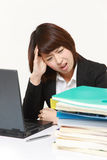 Businesswoman shrinks from overtime work Royalty Free Stock Photography