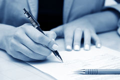 Business woman signing contract Royalty Free Stock Photos