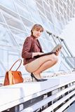 businesswoman sitting on stairway, using laptop Royalty Free Stock Photos