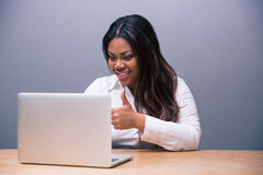 Businesswoman sitting at the table with laptop Royalty Free Stock Images