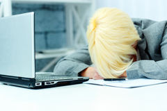 Businesswoman sleeping on her workplace Royalty Free Stock Images
