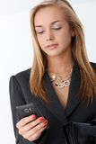 Businesswoman with smart phone Royalty Free Stock Images