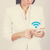 Businesswoman with smart phone connecting to wi-fi Royalty Free Stock Photography
