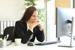 Businesswoman solving a difficult assignment Royalty Free Stock Photography