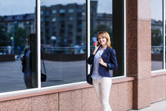 Businesswoman speaking on the phone Royalty Free Stock Photography